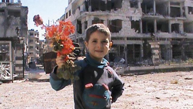 Bambino con il fiore
