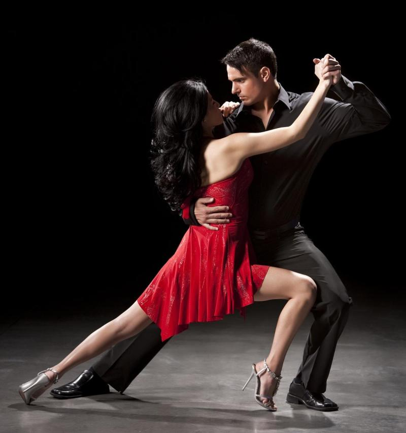 1200-12715159-couple-ballroom-dancing - Copia - Copia