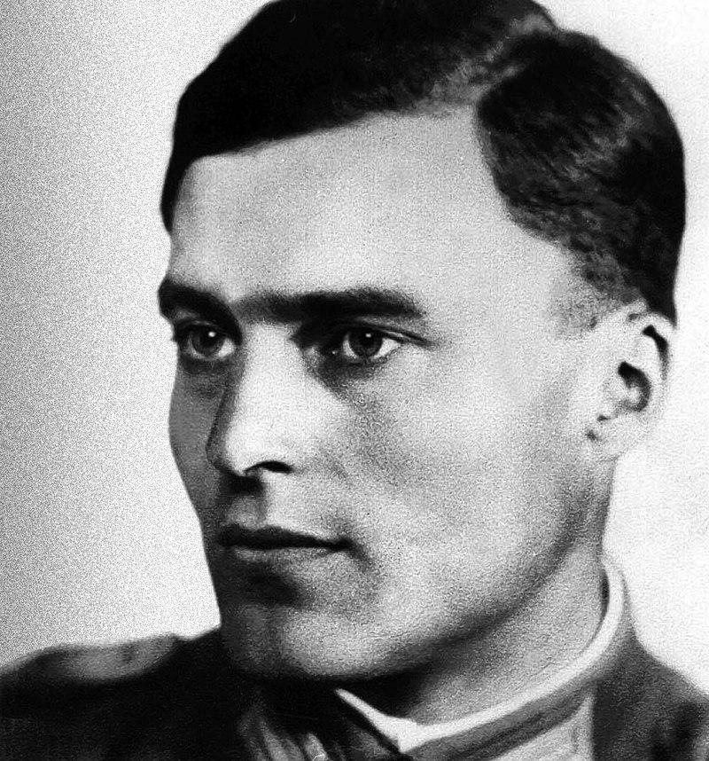 800px-Claus_von_Stauffenberg_(1907-1944)