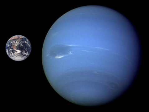 Neptune_Earth_Comparison